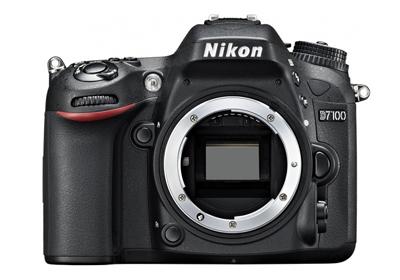 Krásných pět let jsem se učil fotografovat s Nikonem D3100. Bohužel poté jsem zatoužil po něčem lepším a můj zrak uchvátila nově vydaná zrcadlovka Nikon D7100. Robustní tělo s kryty s hořčíkové slitiny utěsněné proti prachu a vlhkosti s dvěma sloty na SD-karty a 51 ostřícími body. Rozlišení čipu 24 Mpx bez low-pass filtru pro zvýšení ostrosti, co více si přát, snad jen menší váhu, ale to je daň s kterou jsem spokojen.