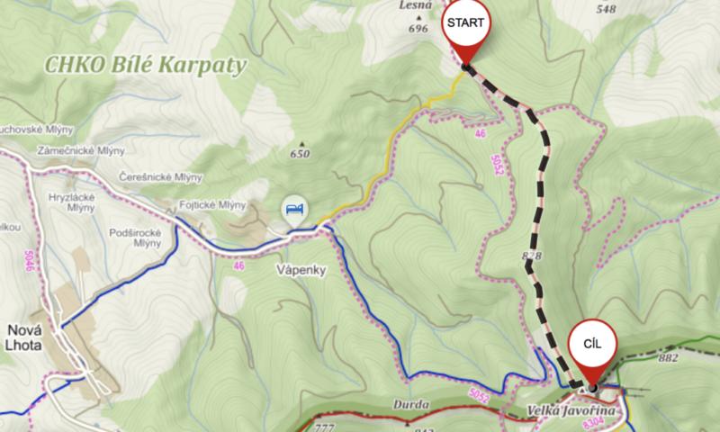 Červená tursitická trasa vedoucí od kamenné boudy až na vrchol Velké Javořiny cca 4,7 km